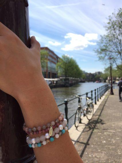 Suurepärane kingitus - poolvääriskivid roosa kvarts, pärl, ahhaat, päikesekivi, hematiit, turmaliin, rodoniit, türkiis. Eesti disain.