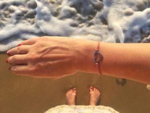 Suurepärane kingitus - naturaalsest nahast käevõru. Eesti disain.